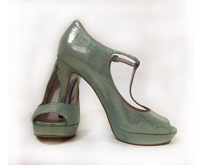 Vince Camuto Size 8.5 Peep Toe Pump